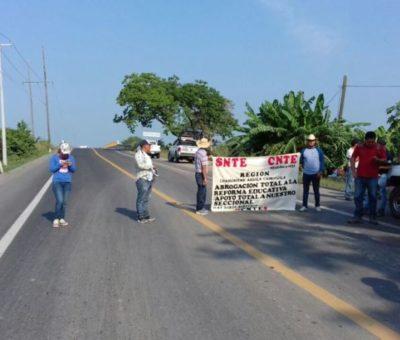 Anuncian bloqueos carreteros en los límites de Colima-Michoacán