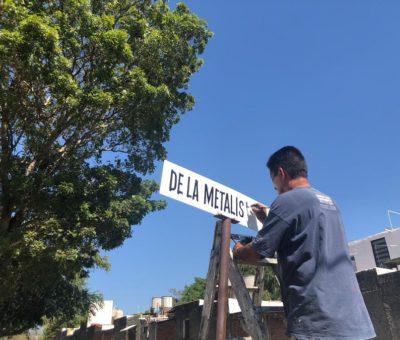 Ayuntamiento repinta nomenclaturas de la colonia Senderos del Carmen