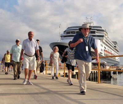 Arriba crucero Voledam al Puerto de Manzanillo