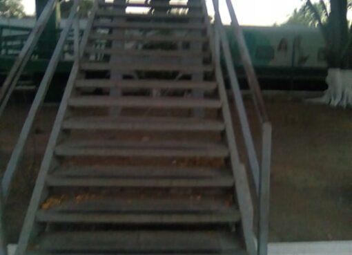 Desatiende Locho problema de luminarias de puente peatonal de El Tivoli