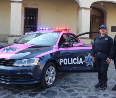 Lupe Benavides entrega patrulla rosa