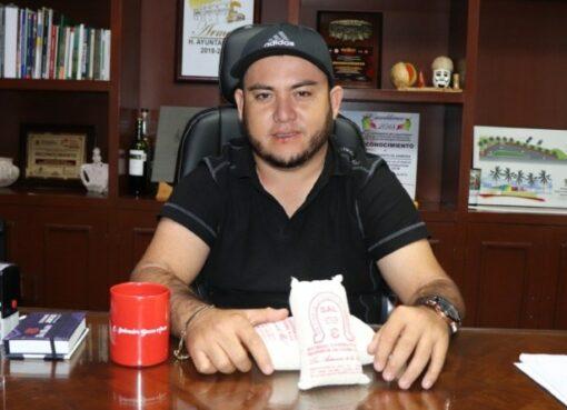 Alcalde golpeador enfrenta cargos en la Fiscalía del Estado