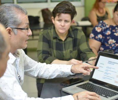 Practican docentes lo aprendido en un taller de emprendimiento social