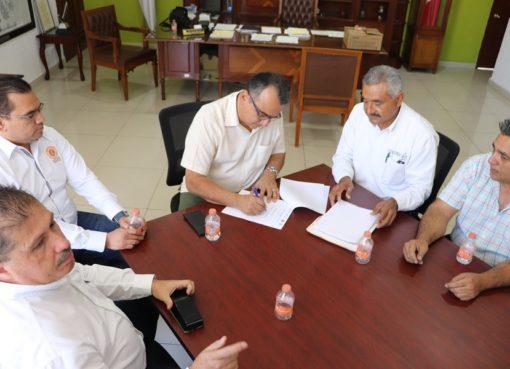 Felipe Cruz Firma Constancia de que Villa de Álvarez Está Libre de Tuberculosis Bovina