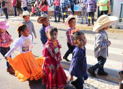 Felipe Cruz Agradece, por Cabalgata Infantil y Enanitos Toreros