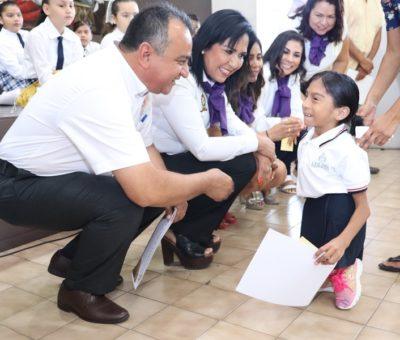 Felipe Cruz Entrega Reconocimientos a Niñas, Niños y Autoridades Educativas