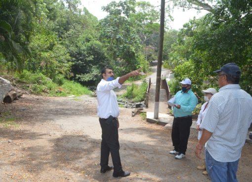 En gira de trabajo, alcalde se compromete a construir importantes obras para El Parían