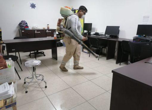 Sanitizan oficinas de la presidencia municipal, seguridad pública y DIF