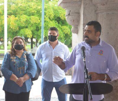 Entrega Rafael Mendoza apoyos económicos a más de cien familias