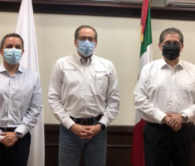 El rector Hernández Nava y Christian Torres  Ortiz, rector electo, visitan al gobernador