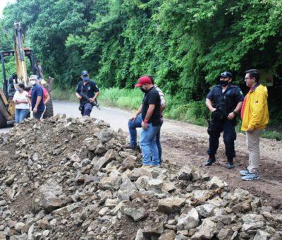 Gestiona Salvador Bueno obras sobre la carretera Armería- Coalatilla