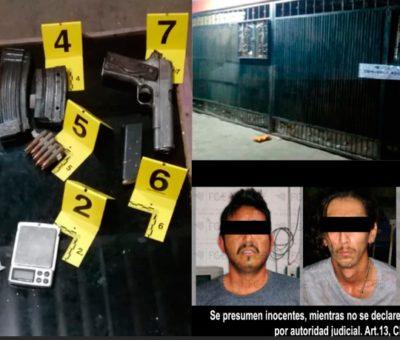 FGE detiene a tres hombres, asegura un arma y droga