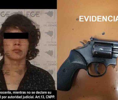 Detienen a hombre con arma y droga