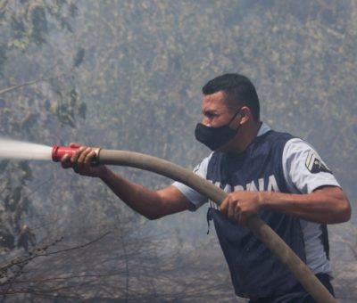 La SEMAR brinda apoyo para la sofocación de incendio en La Joya, Manzanillo