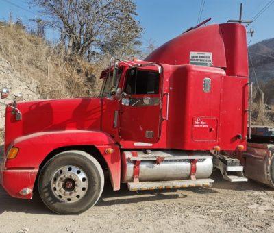 Localiza FGE tracto camión con reporte de robo