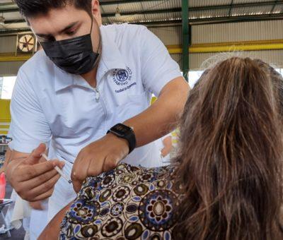 Se suman alumnos de Enfermería de la UdeC a estrategia nacional de vacunación anti-COVID