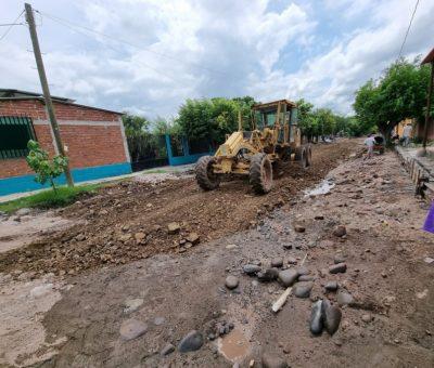 Construye Ayuntamiento obra de empedrado ahogado en concreto en Rincón de López