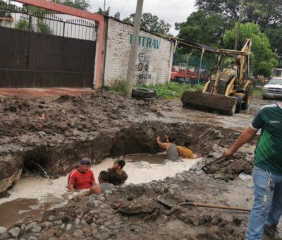 Repara Comapat hundimiento en la red de drenaje