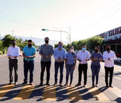 Elías Lozano entrega semáforo que patrocinó familia Gudiño